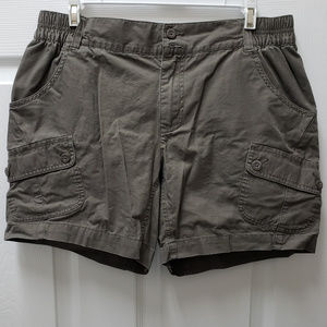 Columbia olive Green Short Medium 6